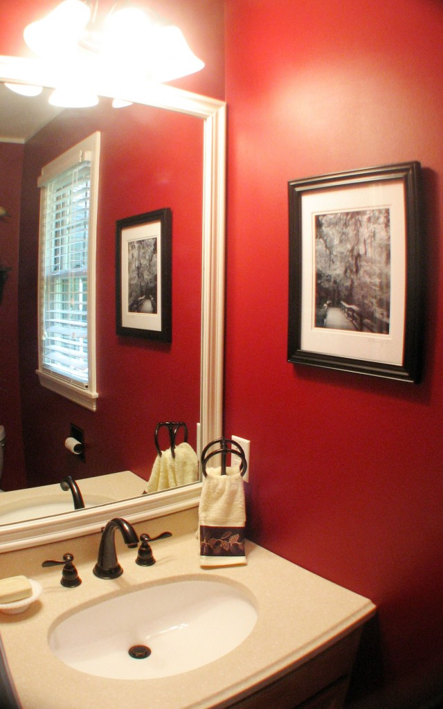 Red delicious favorite paint colors blog - Salle de bain rouge et noir ...