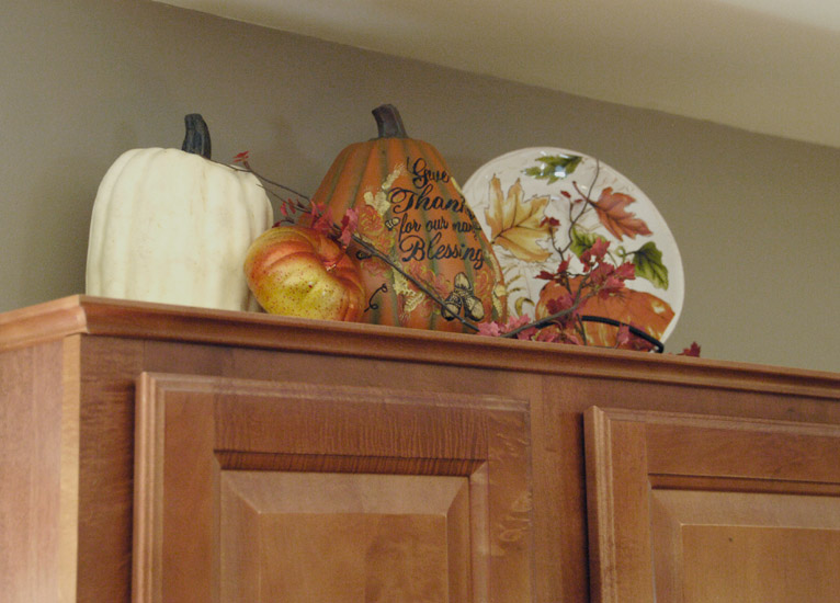 Decorating the kitchen for fall archives living rich on lessliving rich on less - Decorating with plates in kitchen ...