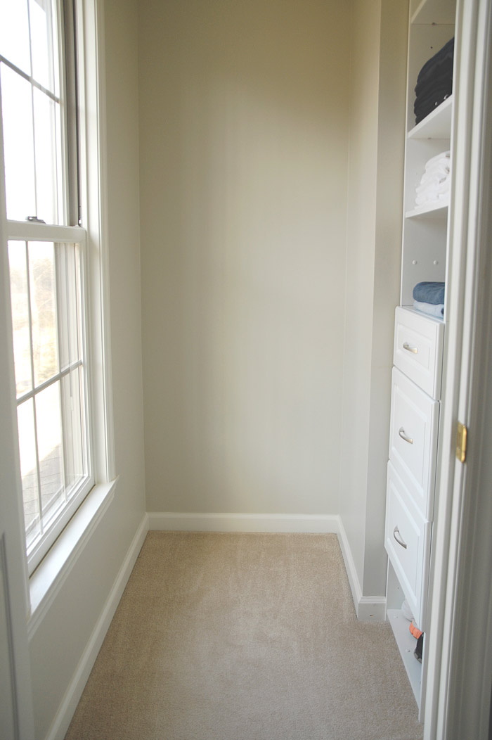 Neutral-closet