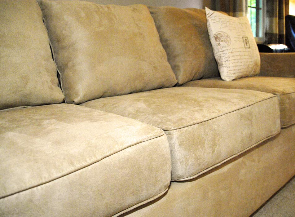 How to make an old couch new again for 10 living rich on lessliving rich on less Reupholster loveseat
