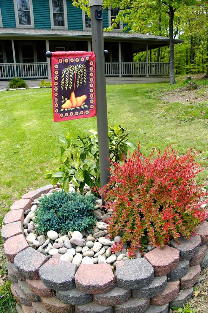 Marvelous Light Post Landscaping Ideas Part - 10: Front-yard-landscaping-2
