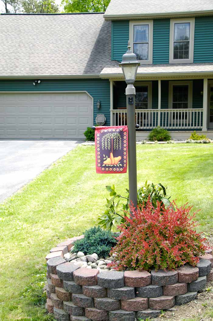 Superior Light Post Landscaping Ideas Part - 8: Painted-light-post Front-yard-landscaping