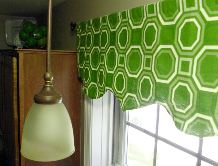 Pantone-color-of-the-year-emerald-green-curtains