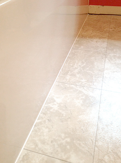 Recaulk A Tub In Easy Steps Plus My Trick For Perfect Lines - Tub caulking easy steps