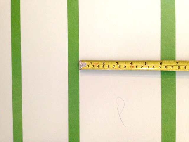 Measuring-for-wall-stripes