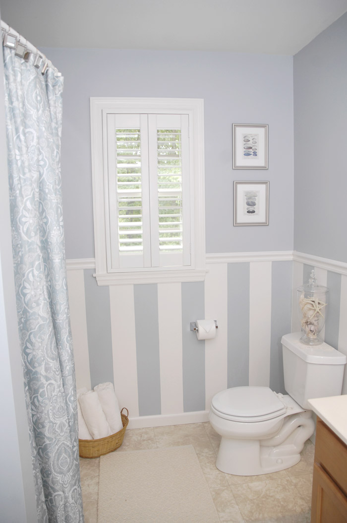 Bathroom window treatments easy home decorating ideas for Bathroom window dressing ideas