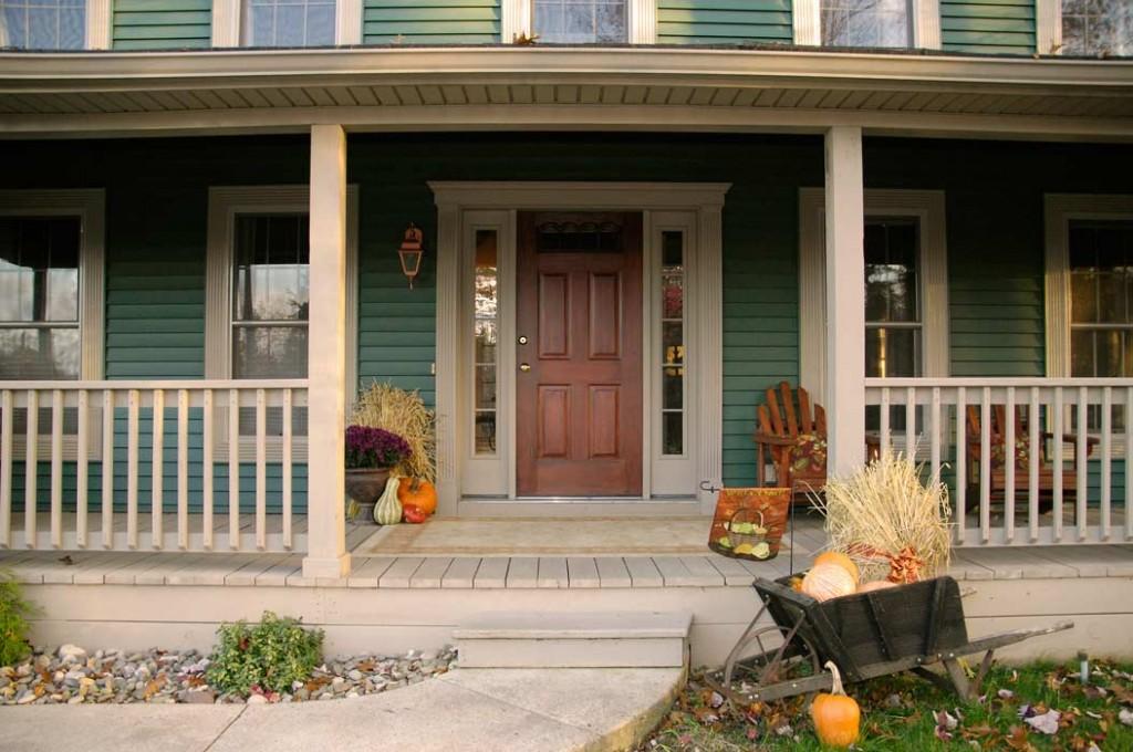 Faux-wood-painted-front-door