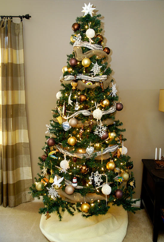 Christmas home tourliving rich on less How do i decorate my christmas tree with ribbon