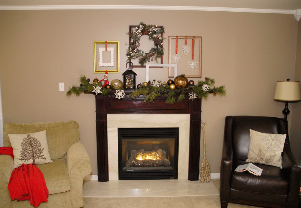 Empty-frames-Christmas-mantel