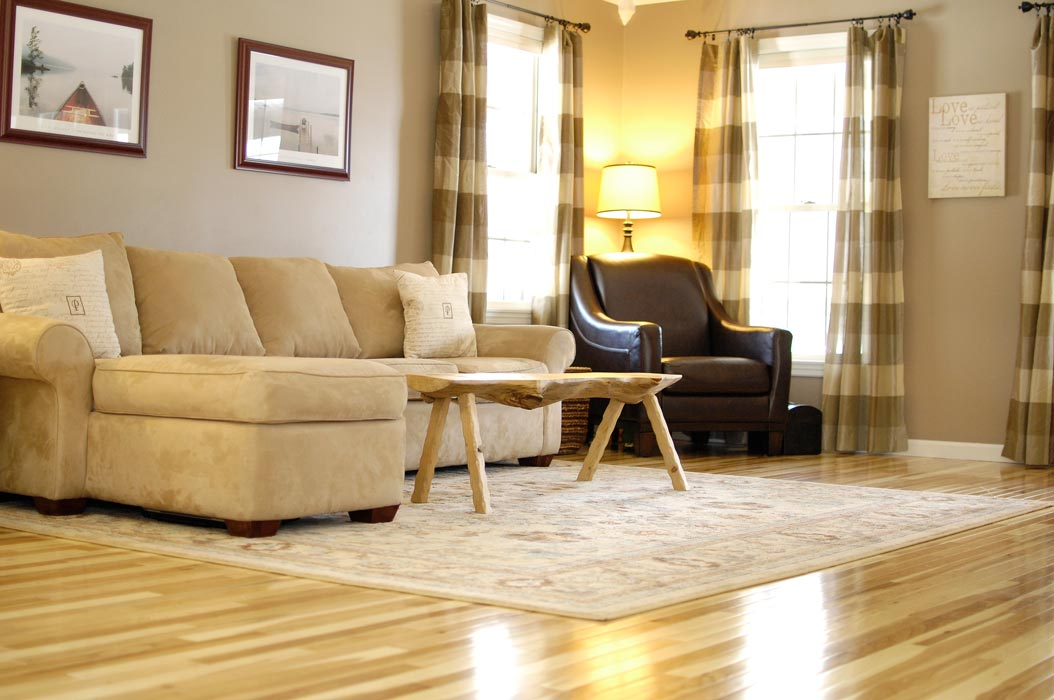 Hickory-floor-living-room-cu