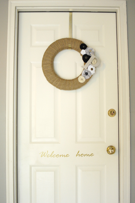 DIY-burlap-wreath-on-door