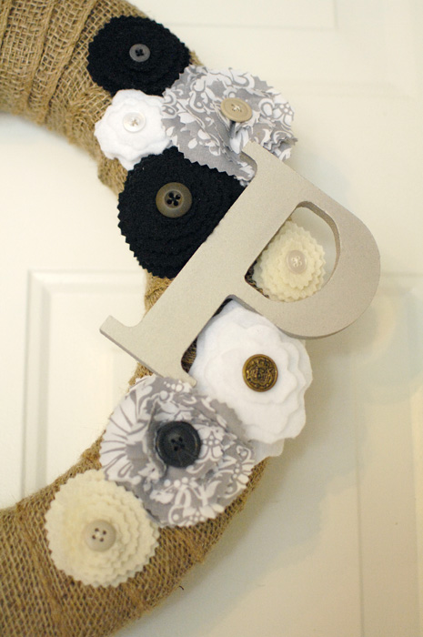 DIY-burlap-wreath-with-rosettes-closeup