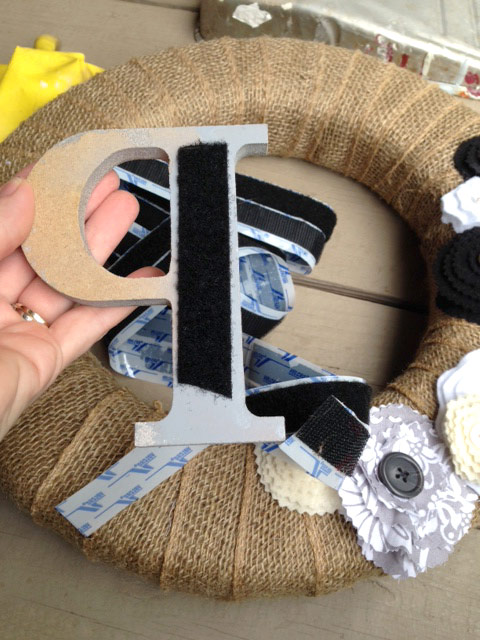 DIY-wreath-velcro-letter