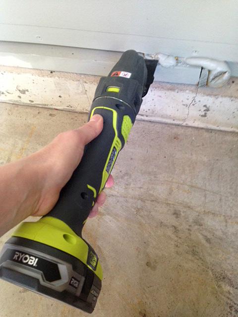 Ryobi-tool-to-cut-foam