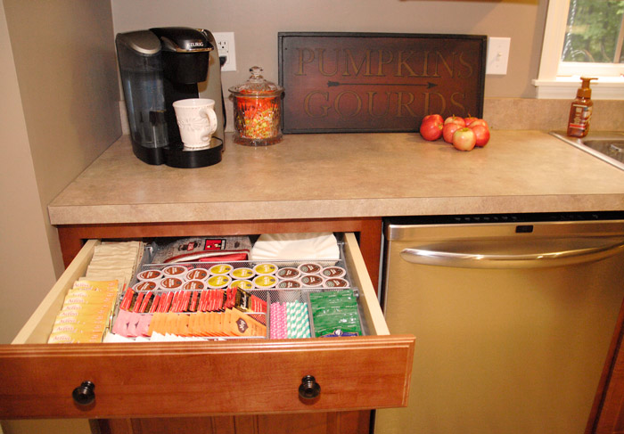 Hot-beverage-station-organized