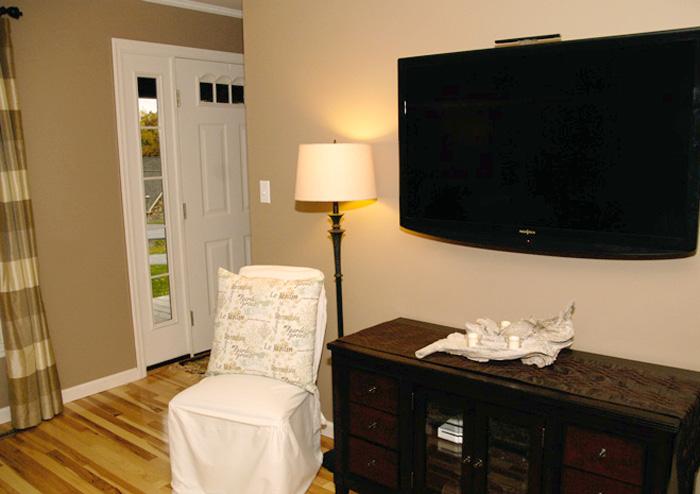 DIY-driftwood-candleholder-in-living-room