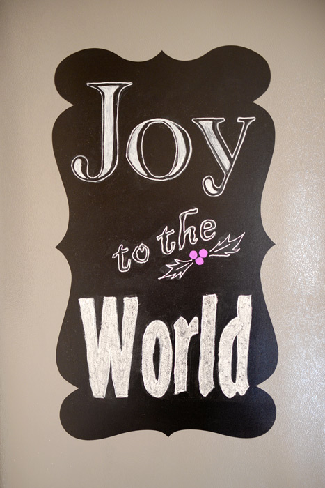 Joy-to-the-World-holiday-chalkboard-art