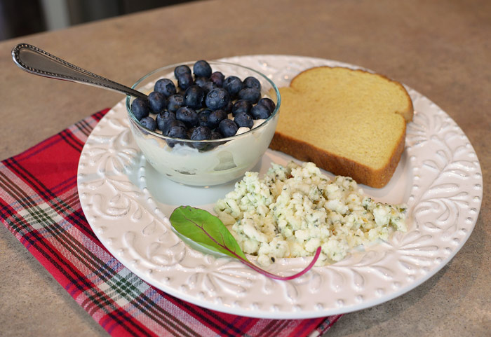 Blueberries-yogurt-and-egg-white-scramble