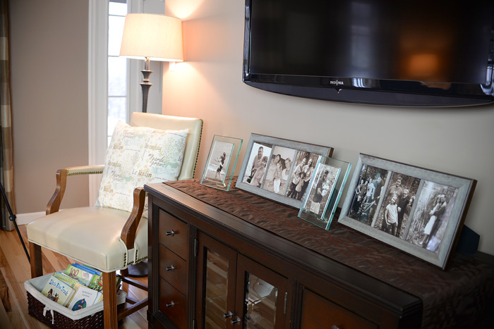Picture-display-in-living-room