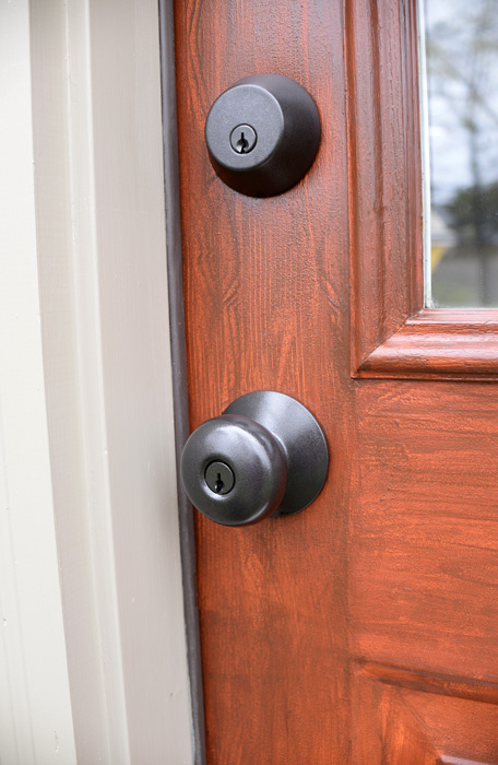 thrifty doorknob transformation from old gold to modern bronze. Black Bedroom Furniture Sets. Home Design Ideas