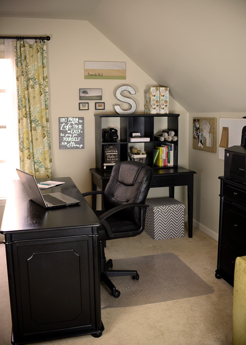 Black-desk-and-hutch-vert