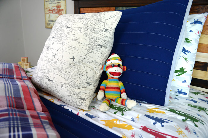 Boy-room-bedding-closeup