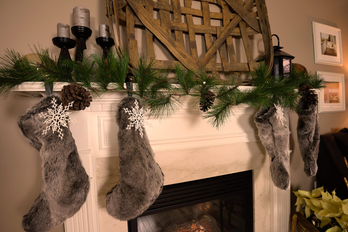 Christmas-mantel