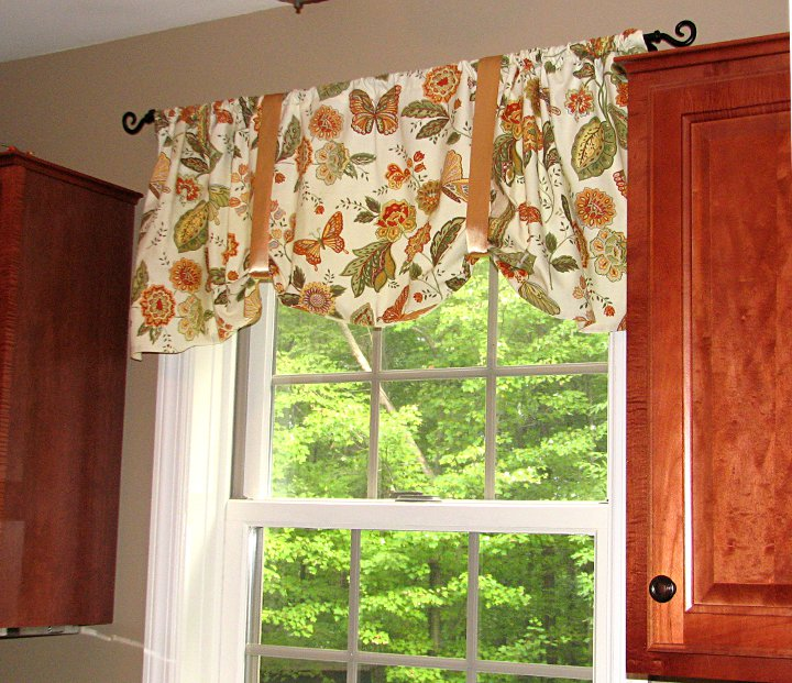how to make one hour napkin curtains living rich on. Black Bedroom Furniture Sets. Home Design Ideas